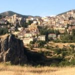 ABRIOLA: SU UN CUCUZZOLO TRA BOSCHI, GOLE ROCCIOSE E CANDIDE LANDE